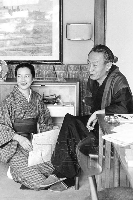 晩年は「文學界」に「成城だより」を連載、映画、ポップス、ロック、漫画までを語っていた。1988年、79歳で死去。