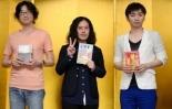 De izquierda a derecha, Higashiyama Akira, Matayoshi Naoki y Hada Keisuke, ganadores de la 153a edición de los premios Naoki y Akutagawa.